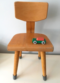 Klein vintage stoeltje, Schilte