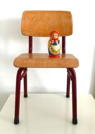 Vintage houten schoolstoeltje, rood