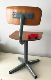 Industrieel vintage stoeltje