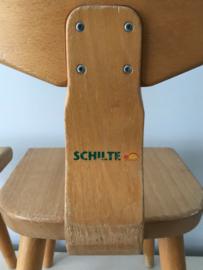 Vintage schoolstoeltjes, Schilte