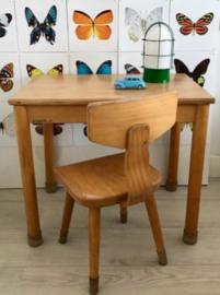 Schilte schooltafeltje en 1 houten    schoolstoeltje (set)