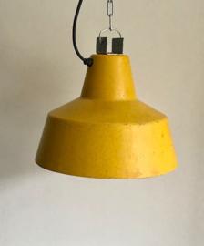 Vintage industriële stallamp, geel