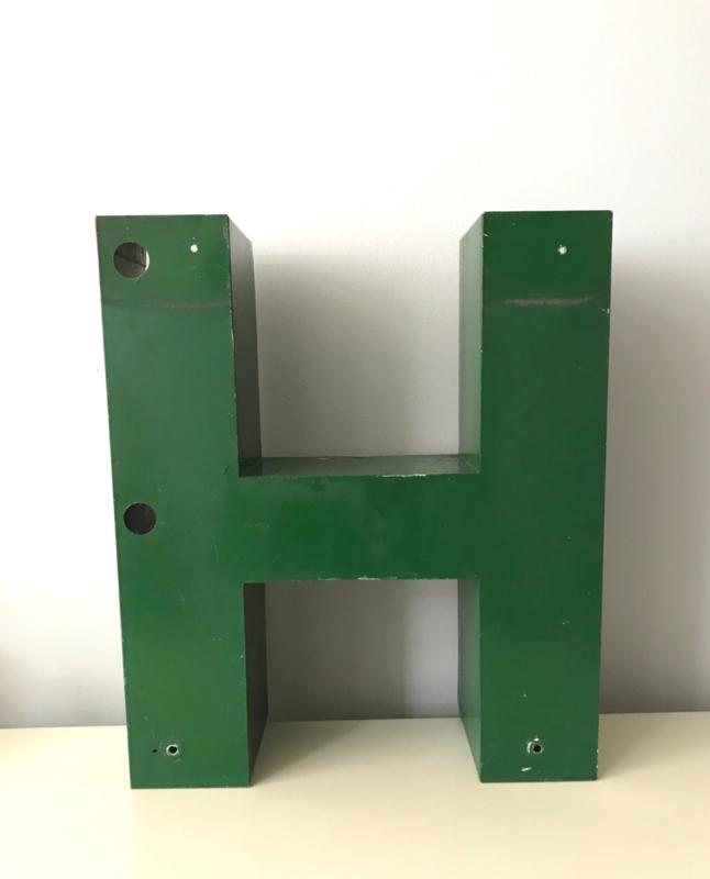 Vintage metalen letter H, groen