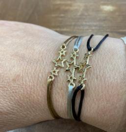Armbandje met sterretjes aan zijdedraad