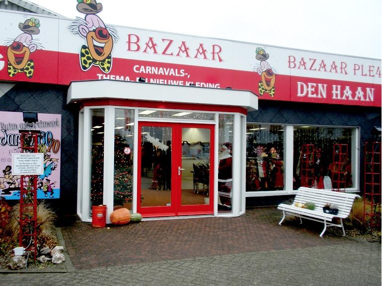 Carnaval Bazaar in Roosendaal twee verdiepingen vol carnavalskleding, themaoutfits, tweedehands arti