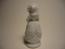 Porseleinen vrouwenbeeldje, beeldje vrouw