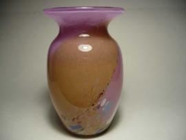 Hallingglass-vaasje, bevat gekleurde glas stukjes