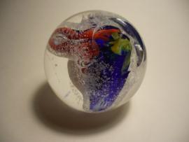 Glasbol met kleuren en sneeuw effecten