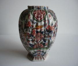 Antiek aardewerk vaas, deksel vaas polychroom