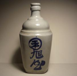 Japanse steengoed sake kruik