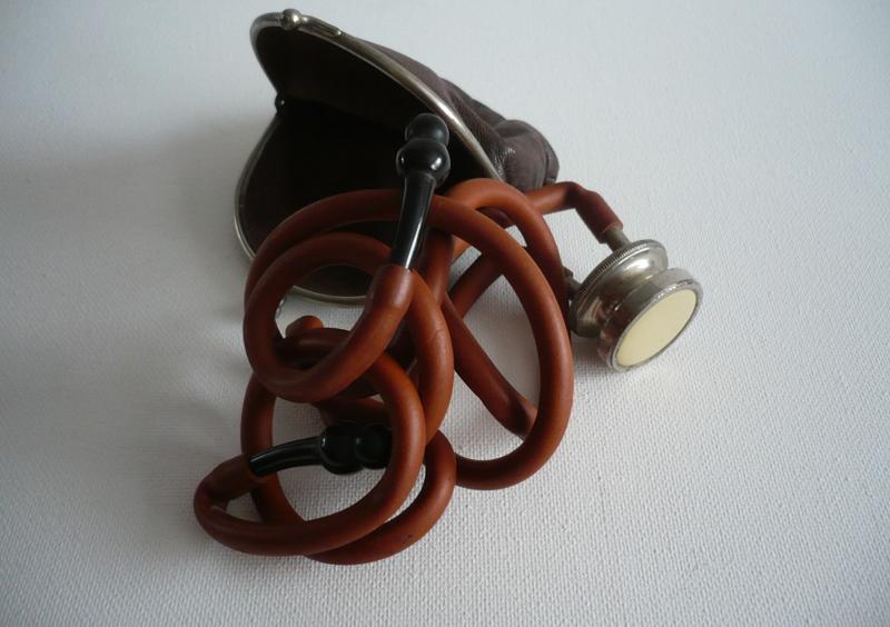 Stethoscoop in een portemonnee