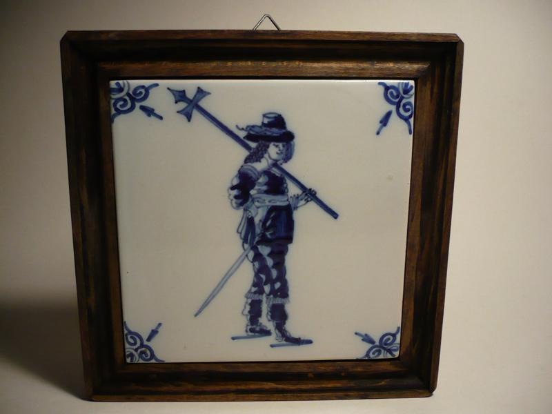 Tegel met soldaat en z'n wapens