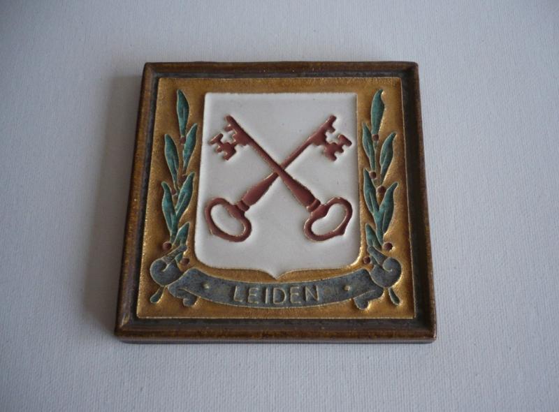 Tegel, wapenschild Leiden