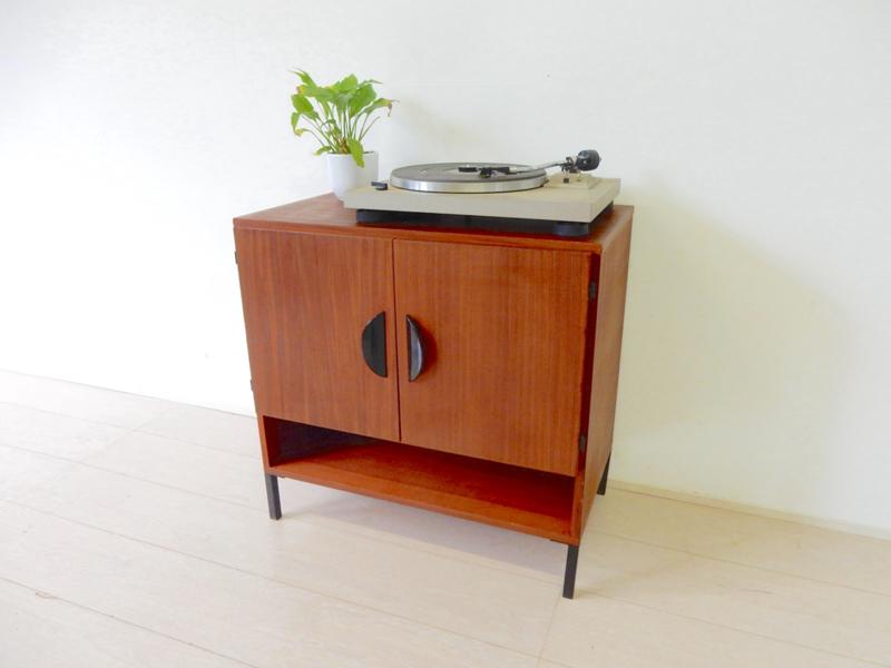 retro vintage dressoir kast jaren 60 tv meubel lp kast platenkast