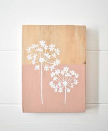 Woonplankje met bloemen