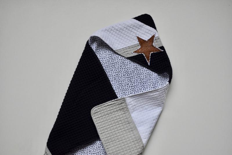 MiNi omslagdoek | zwart-wit wafel - dots