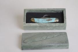 Rough Rider Cherokee Feather Series Sowbelly met jade doos