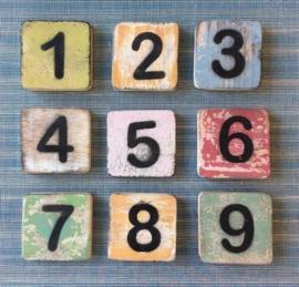 Houten Scrabble cijfer 3