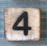 Houten Scrabble cijfer 4