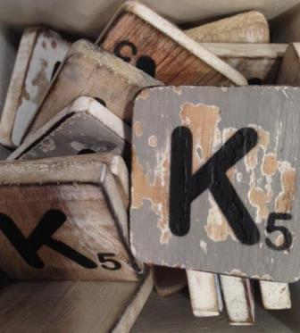 Houten scrabble letter K