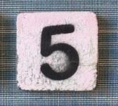 Houten Scrabble cijfer 5