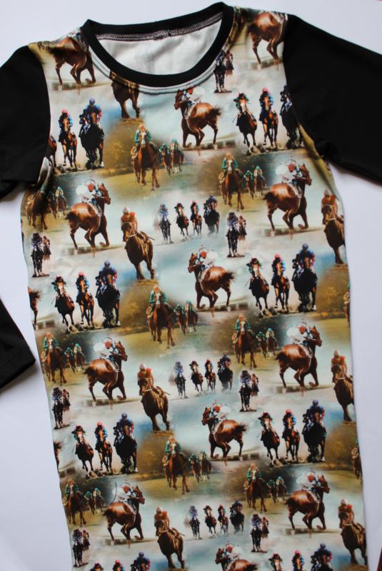 Paarden jurkje met zwarte mouw