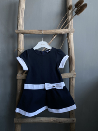 Prachtige klassieke jurk van Patachou donkerblauw met wit.