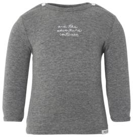 Fijn zacht Noppies shirtje in het grijs.