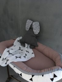 Babynestje oudroze met triangel /strikken