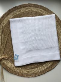 Prachtig gebreide deken van Mac ilusion in het wit.