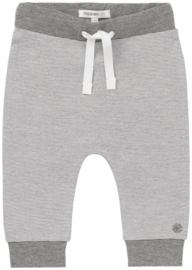 Fijn Noppies broekje  grijs met wit gestreept.