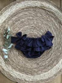 Prachtige uitgewerkte donkerblauwe bloomer met 2 strikken.