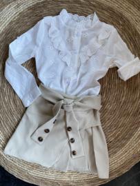 Prachtige uitgewerkte blouse in het offwhite.