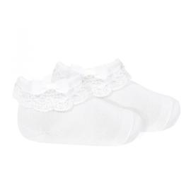Prachtige condor sokken met kant in het wit.