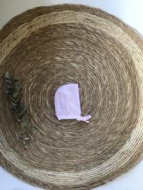 Fijn gebreid bonnet mutsje van Mac Ilusion in het roze.
