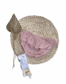 Heerlijke katoenen bloomer/luierbroekje met roesel in oudroze.