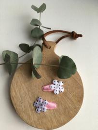 Haarspeldje roze met bloem zwart/wit
