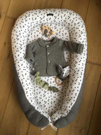 Babynestje grijze wafel met witte/zwarte triangel