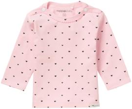 Lief Noppies shirtje in het roze met blauwe hartjes.