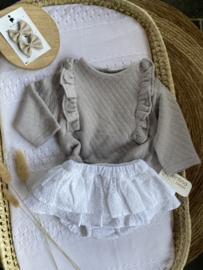 Prachtig 2-delig setje van Valentina bebes in het grijs/wit.