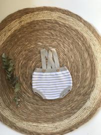 Lief gebreid galgenbroekje van Mac Ilusion in het zandkleur met wit. 0 maand - 12 maand