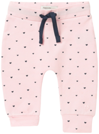 Fijn Noppies broekje roze met donkerblauwe hartjes.