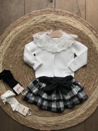 Zwart met off-white geruite rok van Phi met strik op de achterkant .