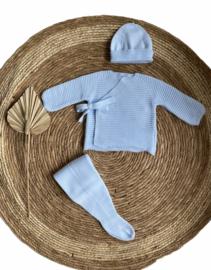 Prachtig 3-delig gebreid jongens setje van Mac ilusion  in het babyblauw.