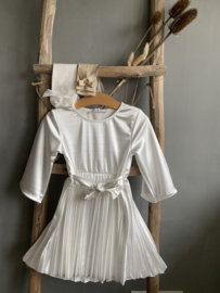 Mooie sierlijke jurk in het offwhite.