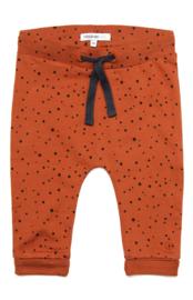 Fijn zacht Noppies broekje in de kleur roest met donkerblauw.