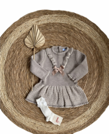 Mooi fijn gebreid jurkje van Mac Ilusion in de kleur Taupe.