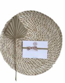 Lief haarbandje met een leren strikje in de kleur soft blossom.