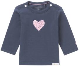 Fijn Noppies shirt donkerblauw met roze hartje.