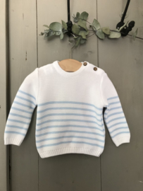 Wit met lichtblauw gestreepte trui van Mac Ilusion.